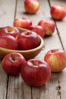 Free Red Apples Royalty Free Stock Image - 27104686