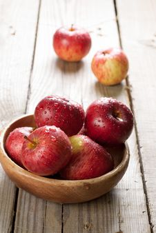 Free Red Apples Royalty Free Stock Images - 27104719