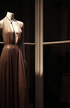 Free Mannequin In Shop Window Royalty Free Stock Images - 27119859