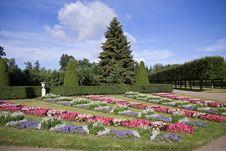 Free Peterhof Park Royalty Free Stock Images - 27124049