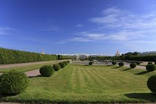 Free Peterhof Park Royalty Free Stock Photo - 27124085