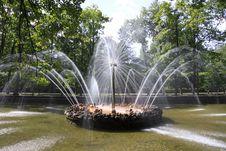 Free Fountain Sun, Peterhof Stock Photos - 27124473