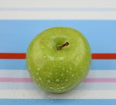 Free Green Apple Royalty Free Stock Photo - 27134775