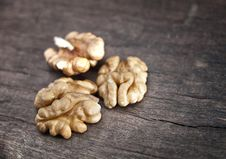 Free Walnut On  Wooden Plank Stock Photography - 27140152