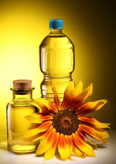 Free Cooking Oil In A Plastic And Glass Bottles. Stock Images - 27159064