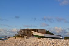 Free Shack On Beach With Boat Royalty Free Stock Images - 27193119
