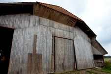 Free Old Wooden Barn Royalty Free Stock Image - 27199246