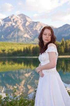 Free Mountain Bride Royalty Free Stock Image - 2720846