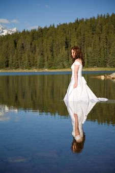 Free Bride In The Water Royalty Free Stock Image - 2720916