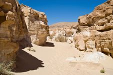 Free Sand Canyon In Lifeless Desert Stock Photography - 2720982