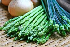 Free Asparagus And Chives Royalty Free Stock Photography - 2722507