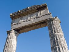 Free Ancient Columns Royalty Free Stock Photo - 2725585