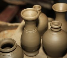 Free Clay Pots Ready To Be Baked And Painted Stock Photos - 27205543