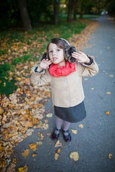 Small Girl Outdoor In The Park Looking Up Royalty Free Stock Photos