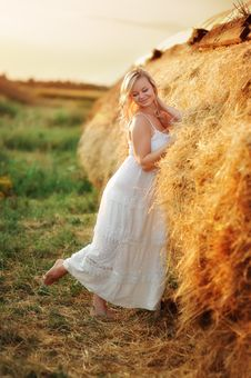 Free Woman In The Hay Royalty Free Stock Images - 27212999