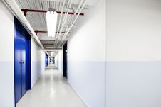 Free Long Blue Corridor Royalty Free Stock Photography - 27226757