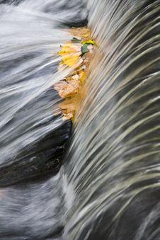 Free Water Flow Royalty Free Stock Photo - 27233555