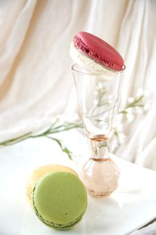 Free Macarons Serve On Plate Royalty Free Stock Images - 27235069