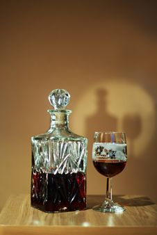 Free Crystal Decanter With Glass Royalty Free Stock Photos - 27239518