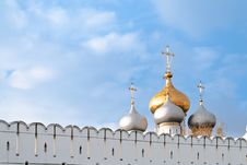 Free The Russian Cupolas And The Wall Royalty Free Stock Image - 27240596