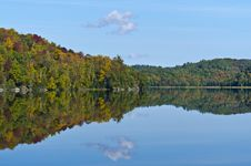 Free Fall Mountain Colours Reflected In Lake Stock Photography - 27240862