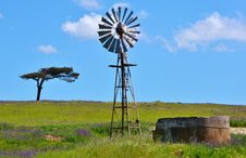 Free Windmill Water Pump Royalty Free Stock Photography - 27246667