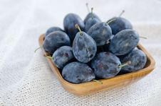 Free Bowl Of Plums Stock Images - 27252804