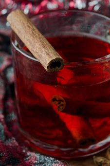 Free Mulled Wine With Cinnamon Royalty Free Stock Photography - 27253227