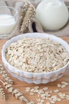 Free Oatmeal In Bowl Royalty Free Stock Photos - 27253258