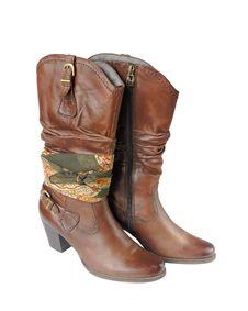 Free Women S Boots And Bandana Stock Photos - 27281403