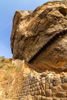 Free Ladder Of Sigiriya Lion S Rock Fortress Royalty Free Stock Images - 27281629