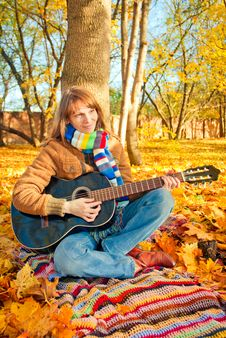Free Young Romantic Girl In Autumn Park With Guitar Royalty Free Stock Images - 27283399