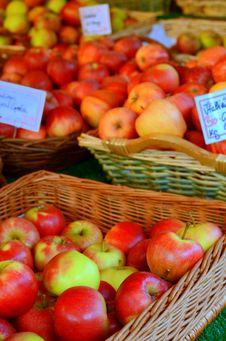 Free Shiny Apples At A Market Stall Royalty Free Stock Image - 27286146