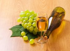 Free White Wine By The Glass Stock Photos - 27286443