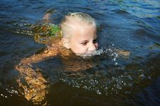 Free Little Girl Swimming In Lake Royalty Free Stock Photography - 27296117