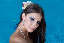 Free The Beautiful Girl In Pool Royalty Free Stock Photo - 27298285