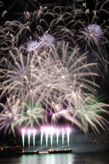 Free Purple Fireworks Royalty Free Stock Photography - 2733647