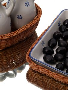Free Olives And Pottery Royalty Free Stock Photography - 2734907