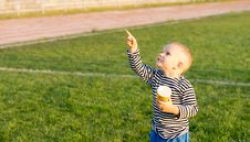 Free Little Boy Pointing At The Sky Stock Images - 27304964