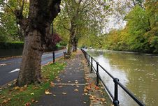 Free Early Autumn By The River Thames In England Royalty Free Stock Images - 27305459