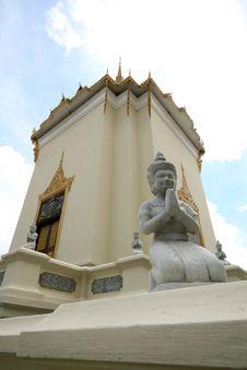 Free Statue Of Praying Buddha Royalty Free Stock Photo - 27324205