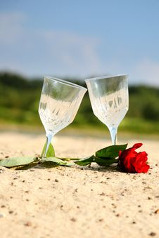 Free Empty Pair Glass On Sand Beach Royalty Free Stock Photography - 27324487