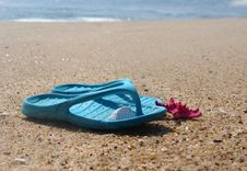 Free Flip-flops And Pink Starfish On The Beach Stock Photo - 27325120