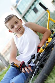 Free Pretty Boy With His Bicycle Outside Royalty Free Stock Photos - 27332488