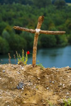 Free Wooden Cross Royalty Free Stock Photo - 27335375