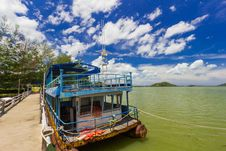 Free Old Boat And Concrete Bridge At Koh Yo Thailand Royalty Free Stock Photo - 27335585