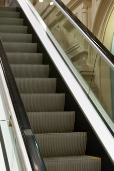 Free The Escalator In The Store Royalty Free Stock Image - 27343286