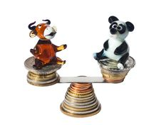 Free Bull And Bear Balancing With Coins Royalty Free Stock Image - 27350346