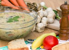 Free Vegetarian Broth Royalty Free Stock Image - 27352076