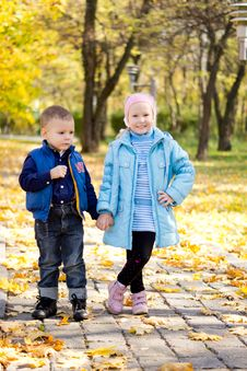 Children Posing In An Autumn Park Royalty Free Stock Photography